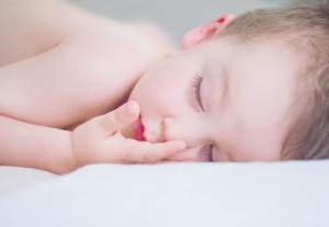 Jak zapewnić dziecku odpowiednie warunki podczas snu?